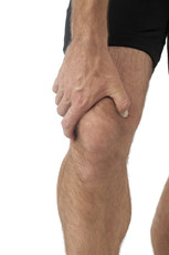 sports person experiencing knee pain